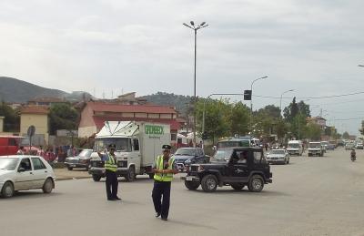Færdselsbetjente i Tirana 2005. Foto: Bjoern Andersen