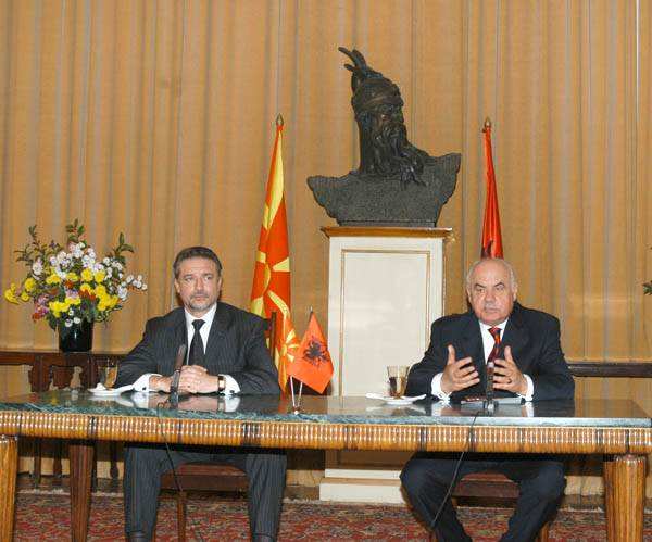 Prseident Crvenkovski fra Makedonien på besøg hos Præsident Moisiu fra Albanien, november 2005. Officielt foto