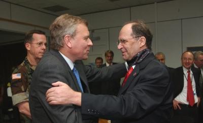 NATO's Generalsekretær Jaap de Hoop Scheffer på besøg hos Præsident Rugóva. Maj 2005. Foto: NATO
